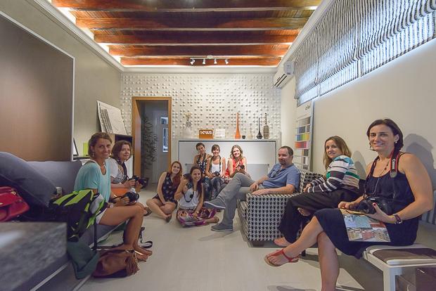 Turma de profissionais de arquitetura e design na aula prática.